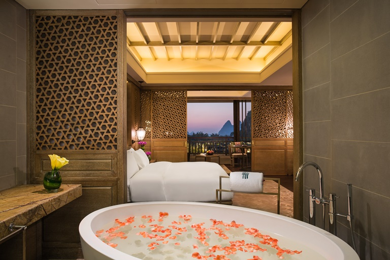 Banyan Tree Yangshuo Karst Discovery Suite p